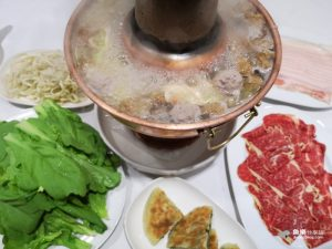 網站近期文章:【台北大安】圍爐酸菜白肉火鍋|東區超級貴火鍋 評價兩極