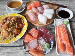 今日熱門文章:【台北萬華】三味食堂 外送滿千元免運|手掌長鮭魚握壽司還不吃爆!!